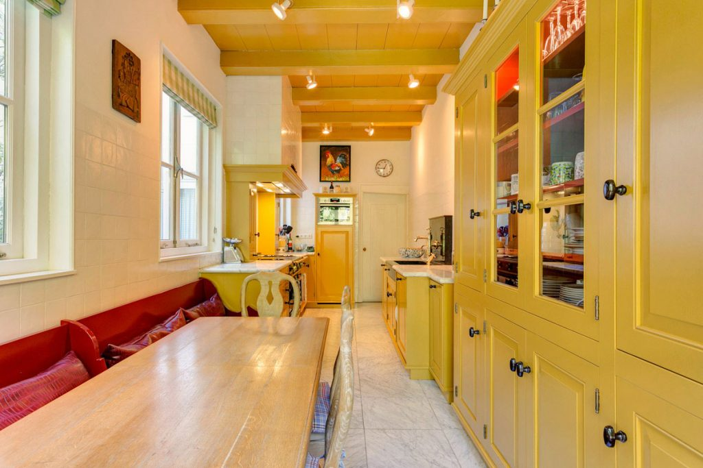 Geel De Keuken : Landelijke keukens op maat houtwerk hattem keukens