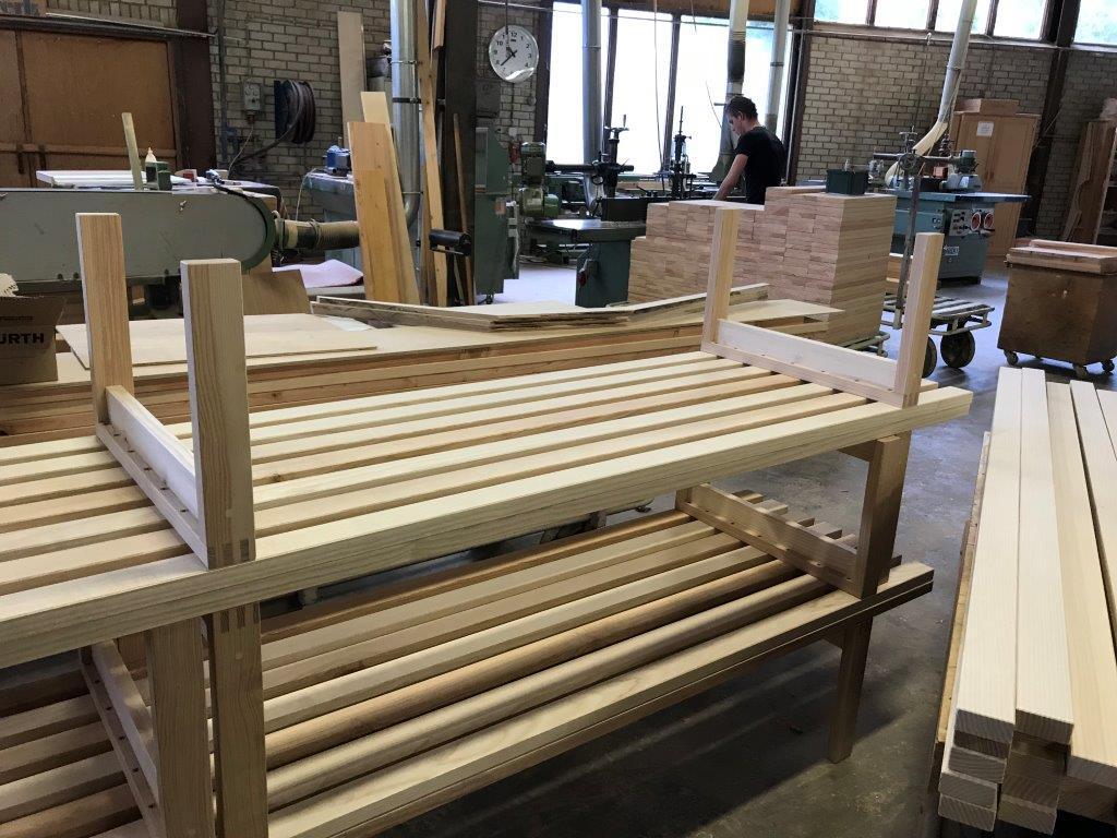 Gerrit Rietveld Kratstoel : Inspiratie rietveld meubels houtwerk hattem
