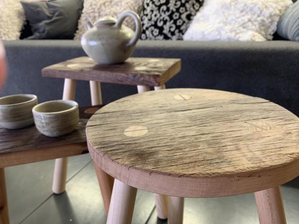 Tafeltje van oud hout