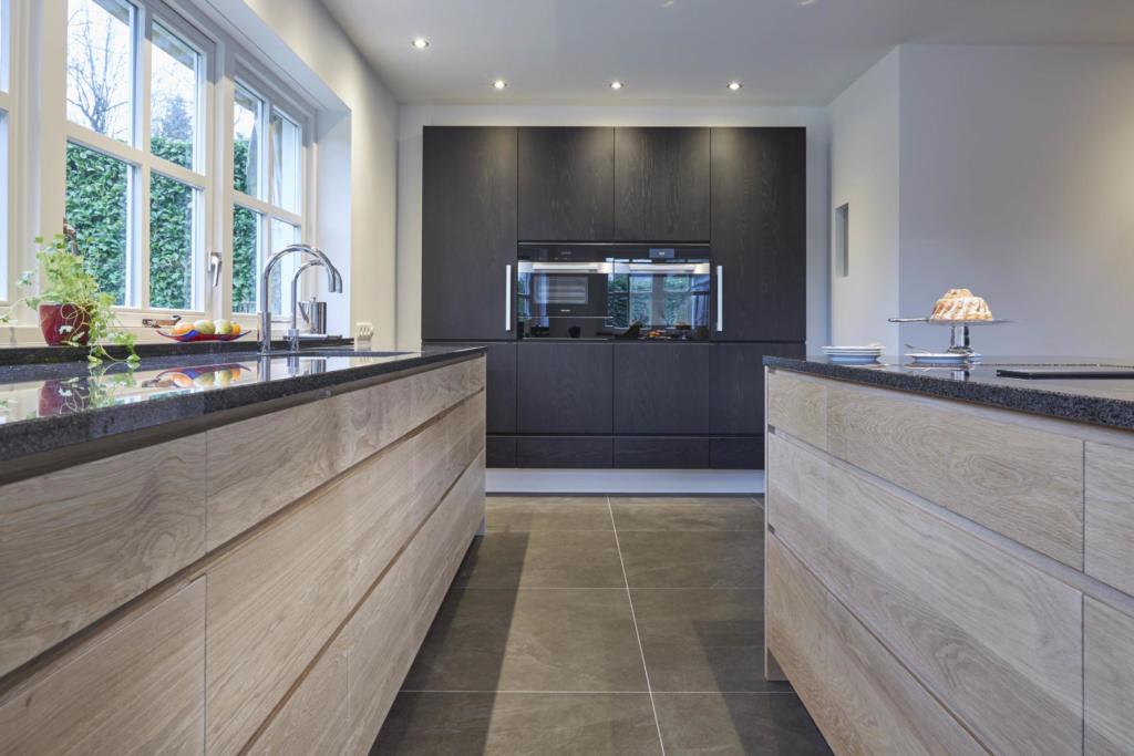 Eiken woonkeuken met blanke lak