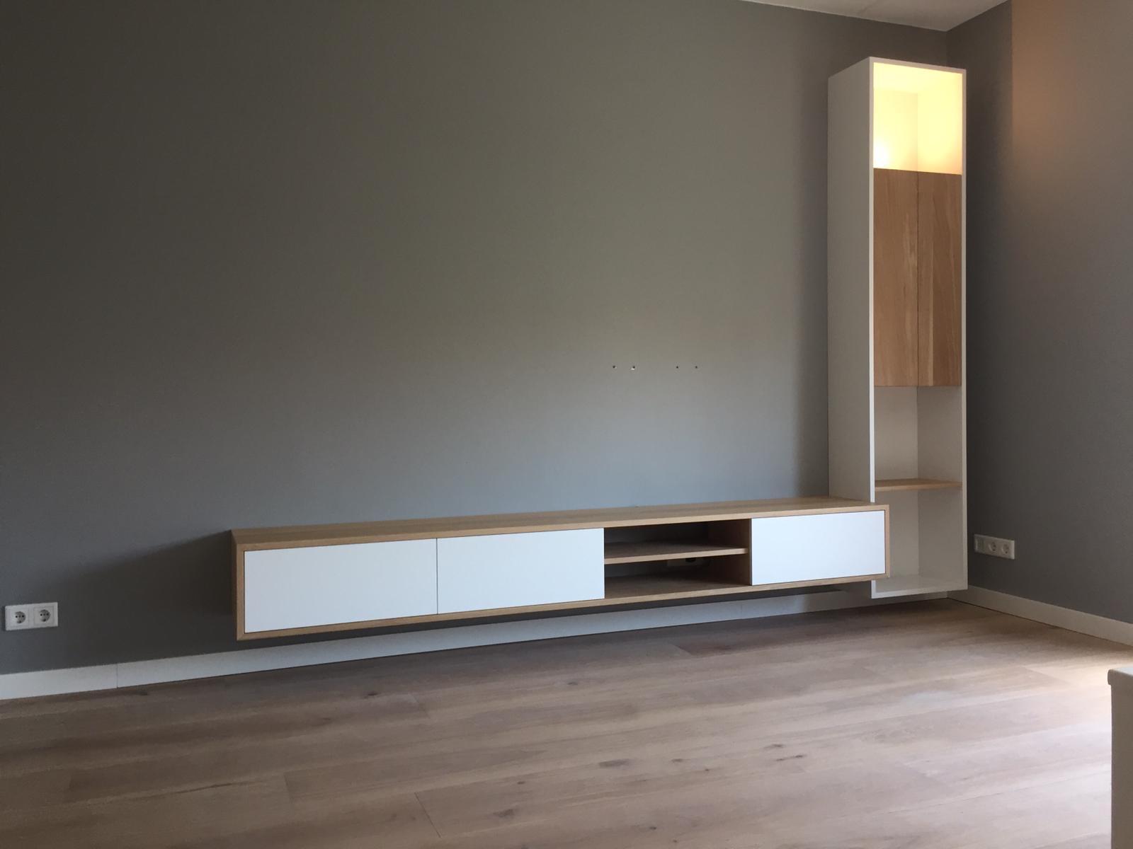Tv-meubel van eikenhout