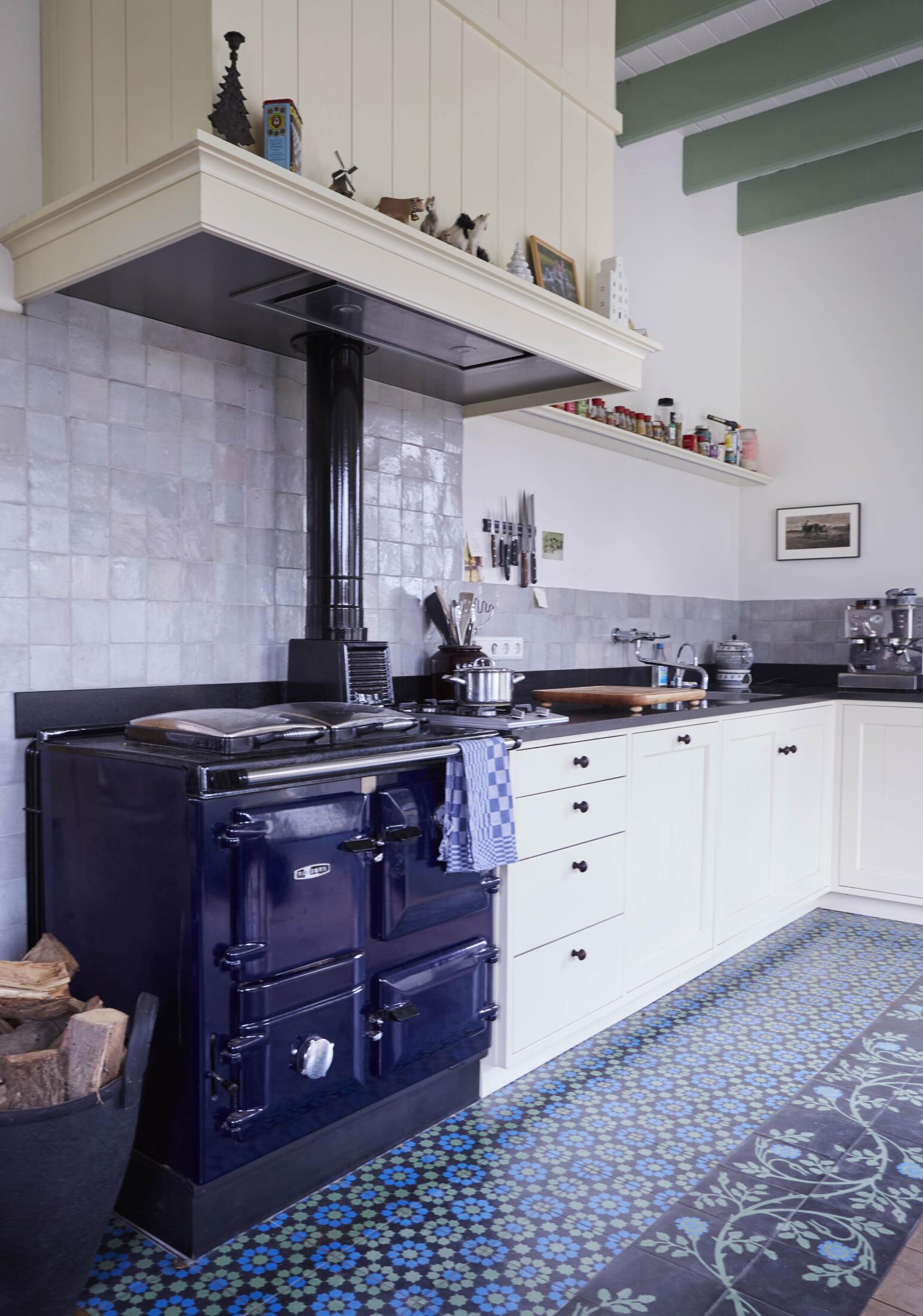 Landelijke witte houten keuken uit 2021