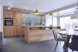 Moderne houten keuken van Nederlands hout